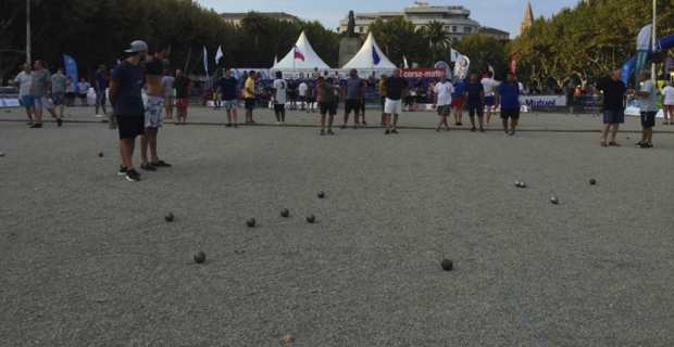 Ca tire, ça pointe, les boules en folie à Bastia