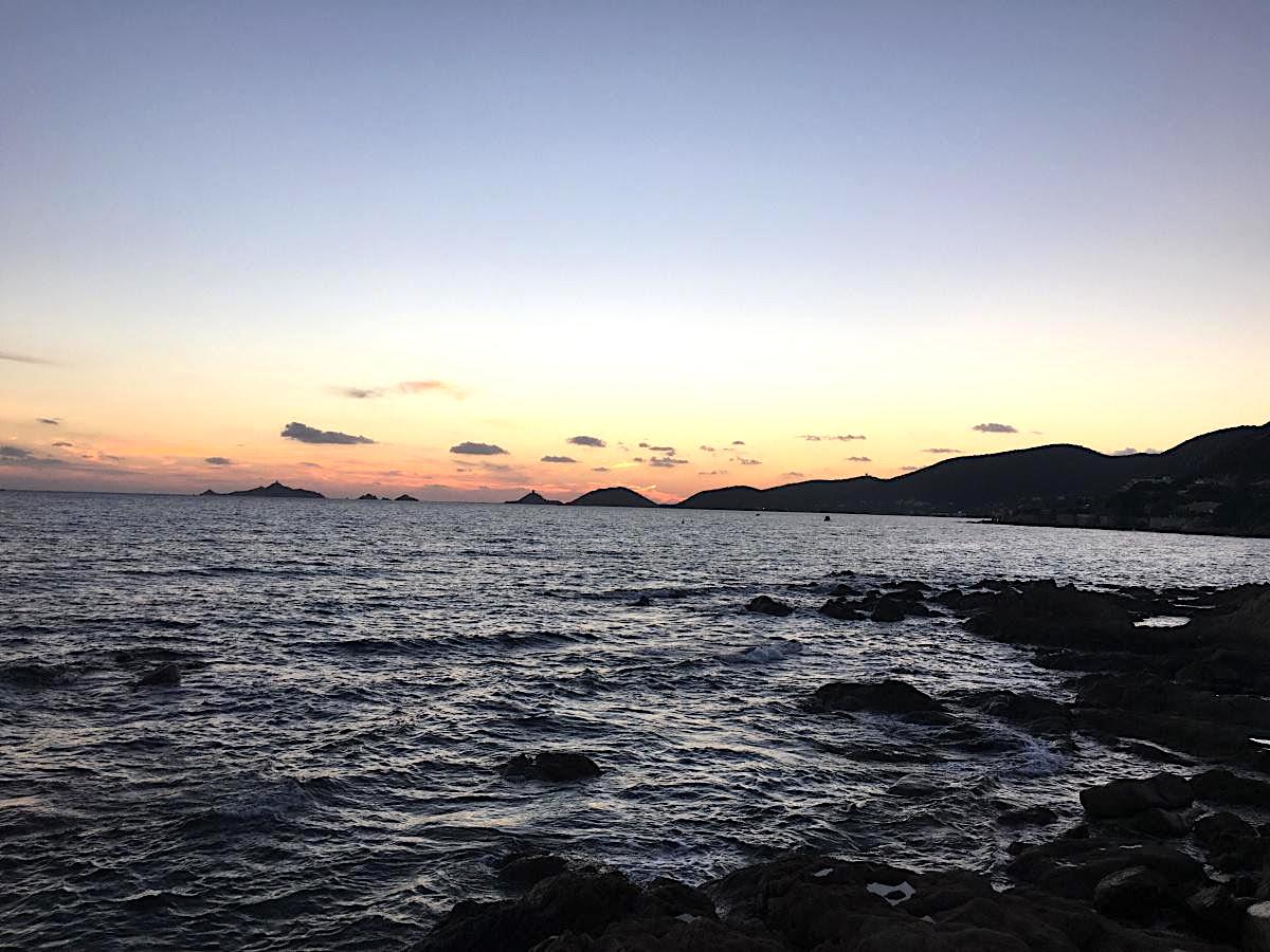 La photo du jour : La magie des Iles Sanguinaires au crépuscule