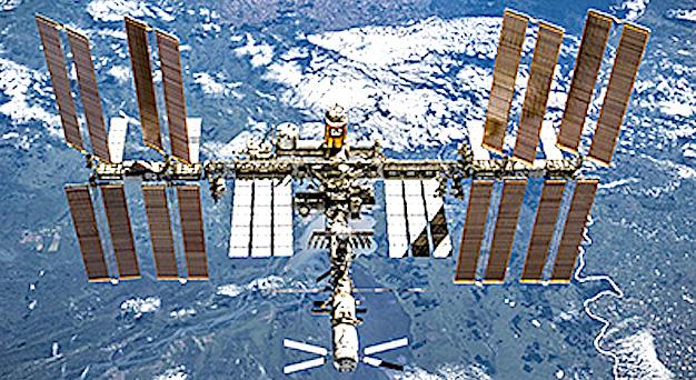 La station spatiale internationale à la verticale d'Ajaccio et de Bastia