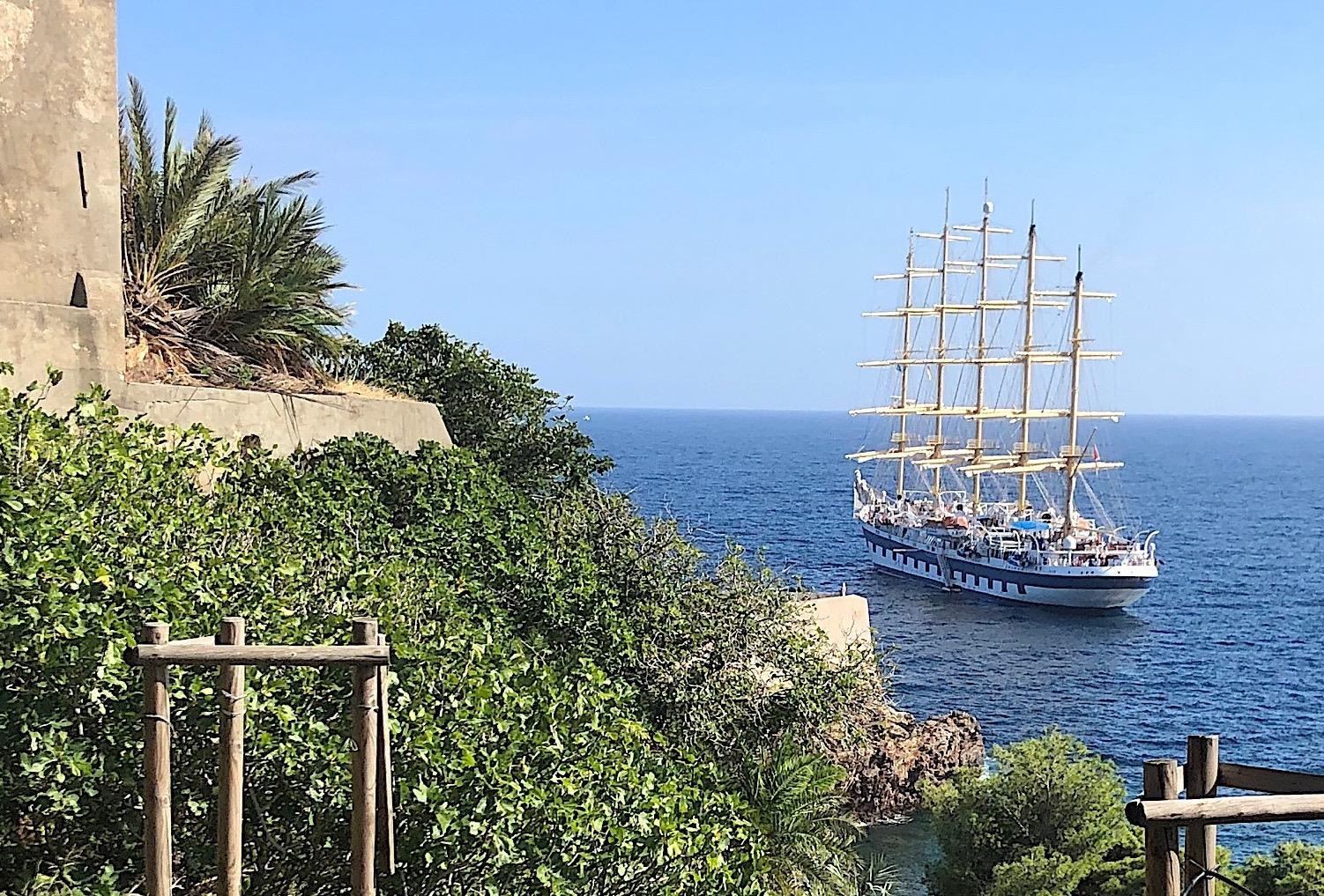 """Bastia : Le """"Royal Clipper"""", un beau 5 Mâts sous les remparts de la Citadelle"""