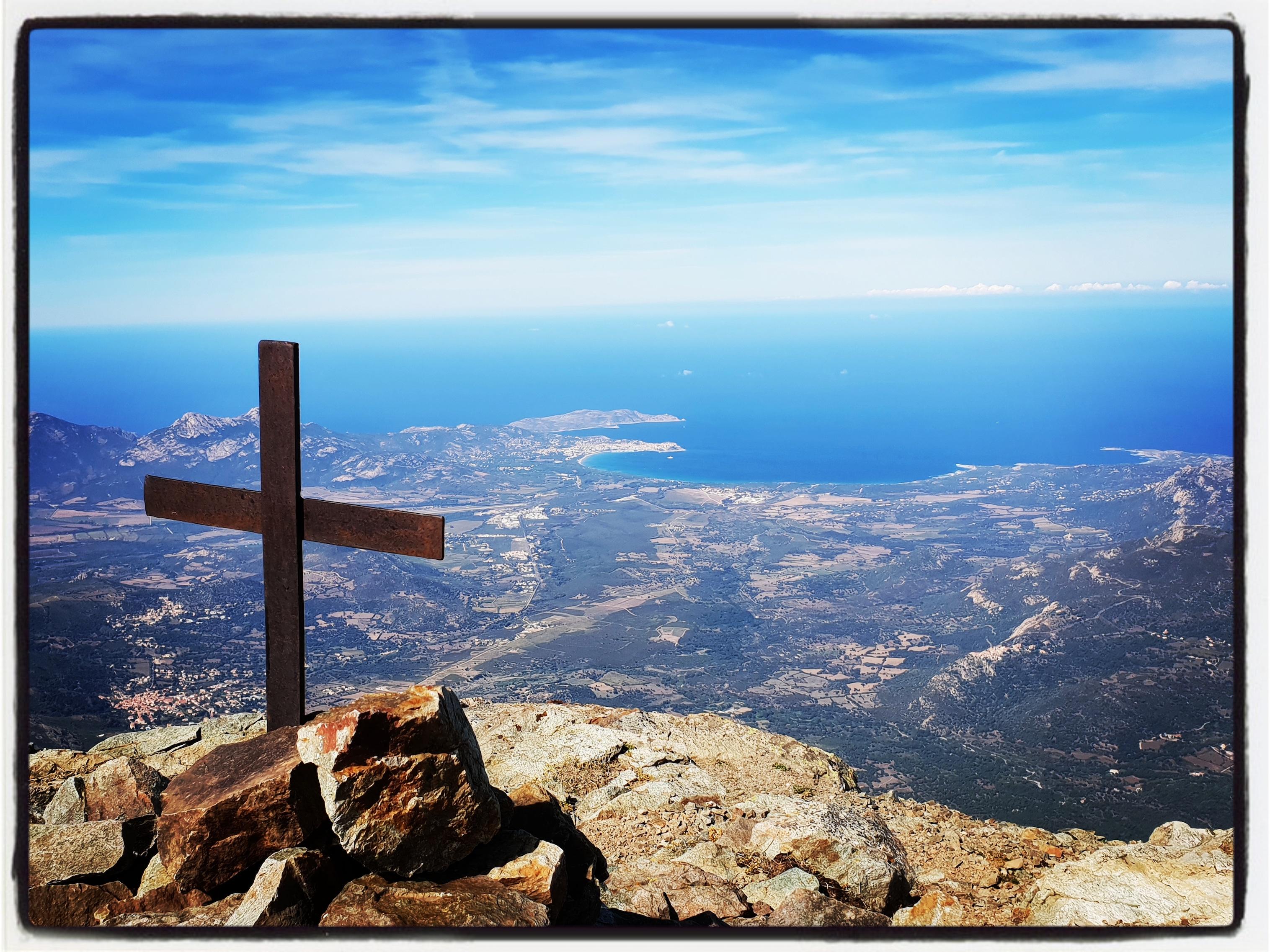 La photo du jour : A 1 937 m au-dessus de la baie de Calvi