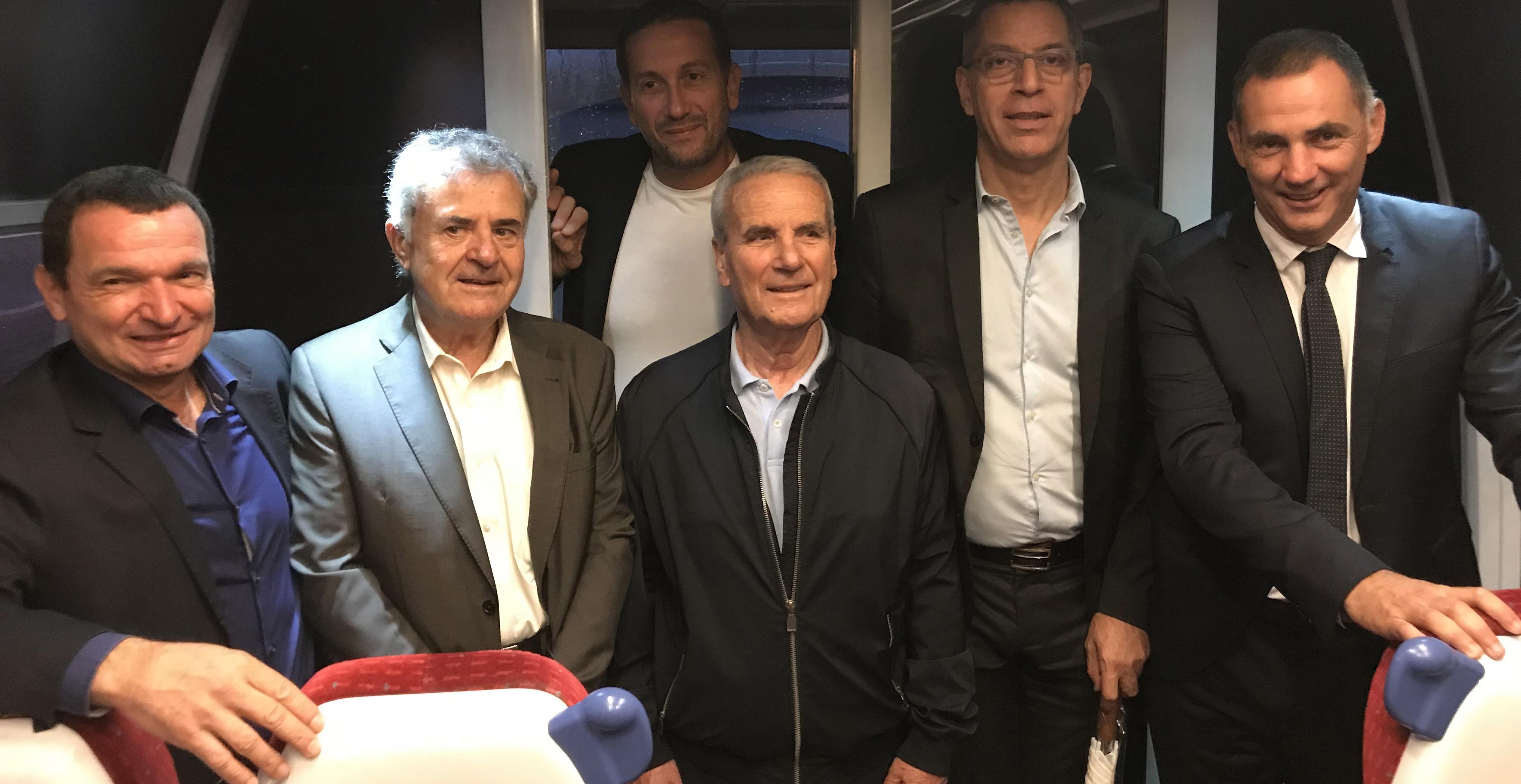 Le président des CFC, Hyacinthe Vanni, entouré des maires et adjoints des quatre communes concernées et du président Gilles Simeoni.