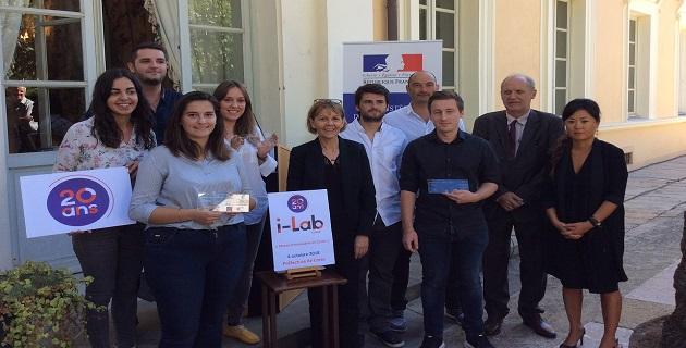Les lauréats du concours aux coté de Josiane Chevalier préfète de Corse