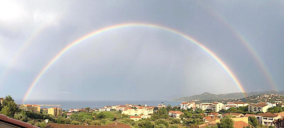 La photo du jour : Lisula sous une bulle arc-en-ciel