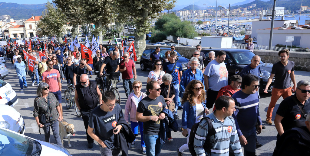 Plus de 400 manifestants dans la rue à Ajaccio : Transports, vie chère, retraites, le ton monte