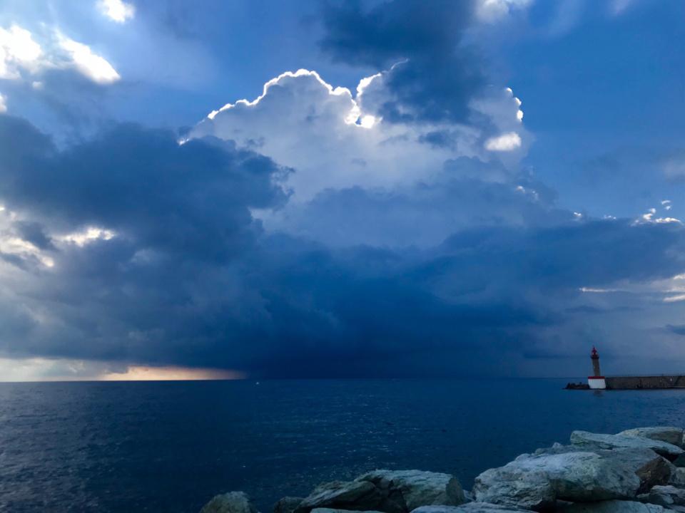 La photo du jour :  Orage en approche au large de Bastia