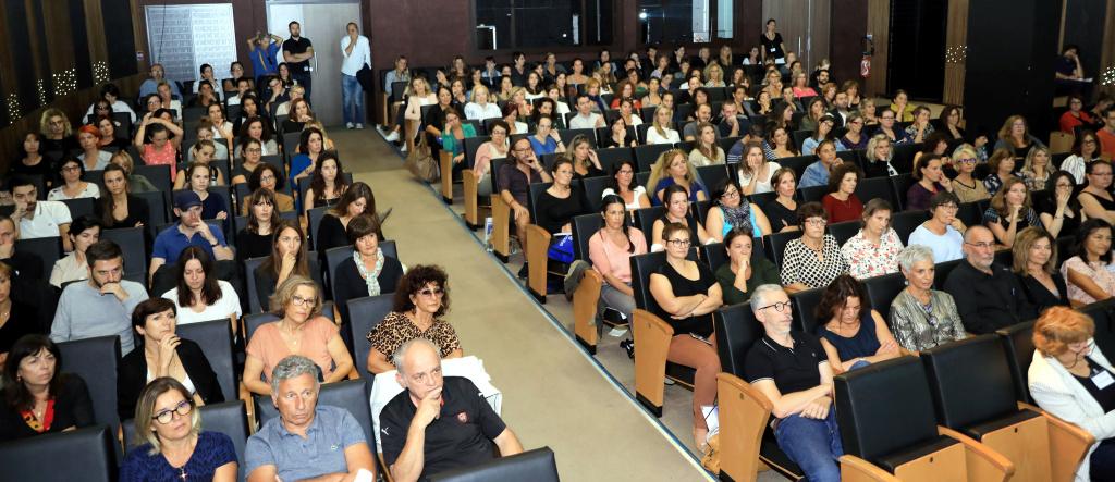 2e colloque carrefour pour bien grandir en familles à Ajaccio  : Les professionnels approfondissent leurs rôles