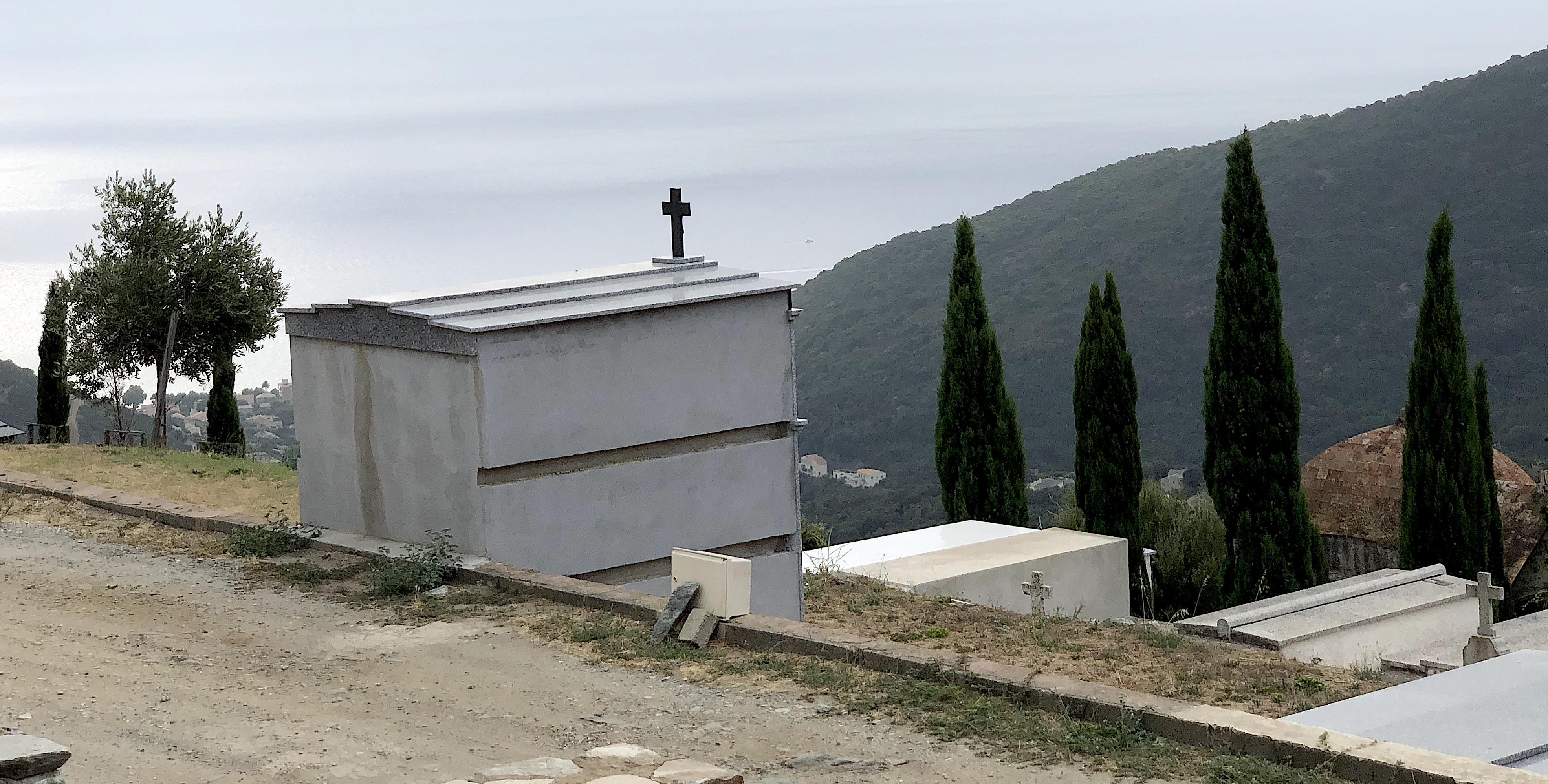 I Santi : In Corsica è sempre in usu di andà à u cimiteriu u primu di nuvembre
