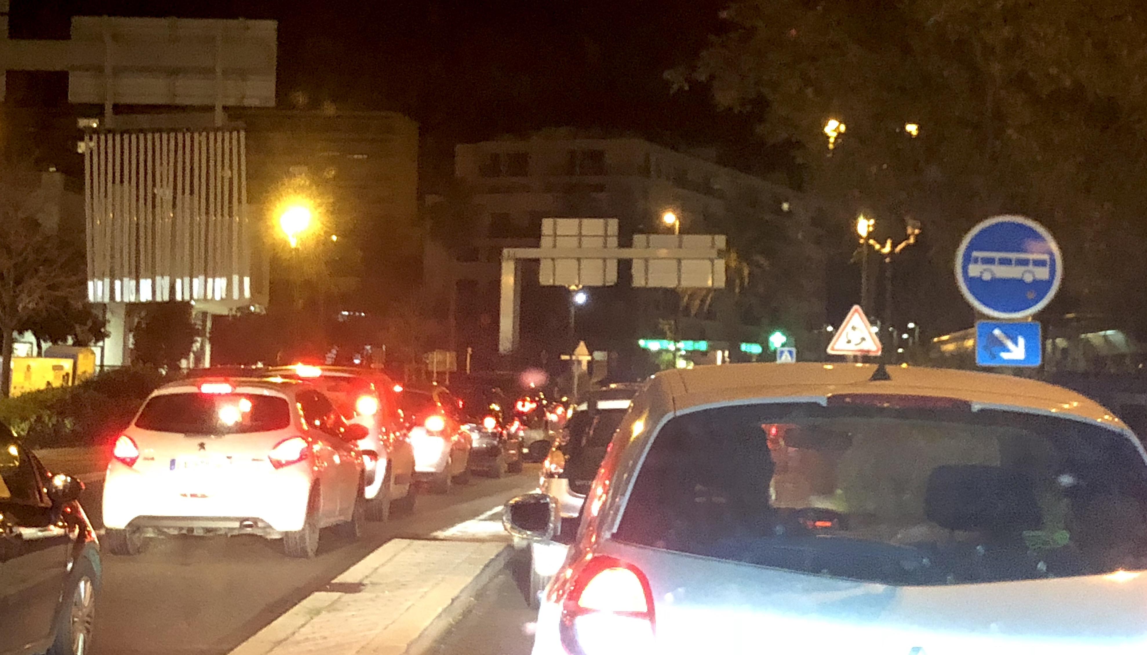 Lundi soir à 19h30 à la sortie de Bastia : Le grand embouteillage…