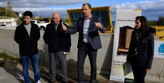 François Tatti et ses collaborateurs présentent une campagne de sensibilisation sur la filière meuble
