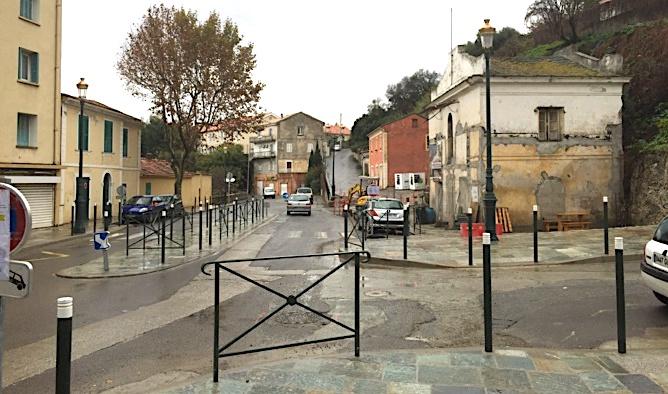 Les travaux entrepris voila plusieurs mois par la Mairie, EDF et Acqua Publica etant terminés, place à l'enrobé de la chaussée à partir du lundi 26 novembre à Saint Joseph.
