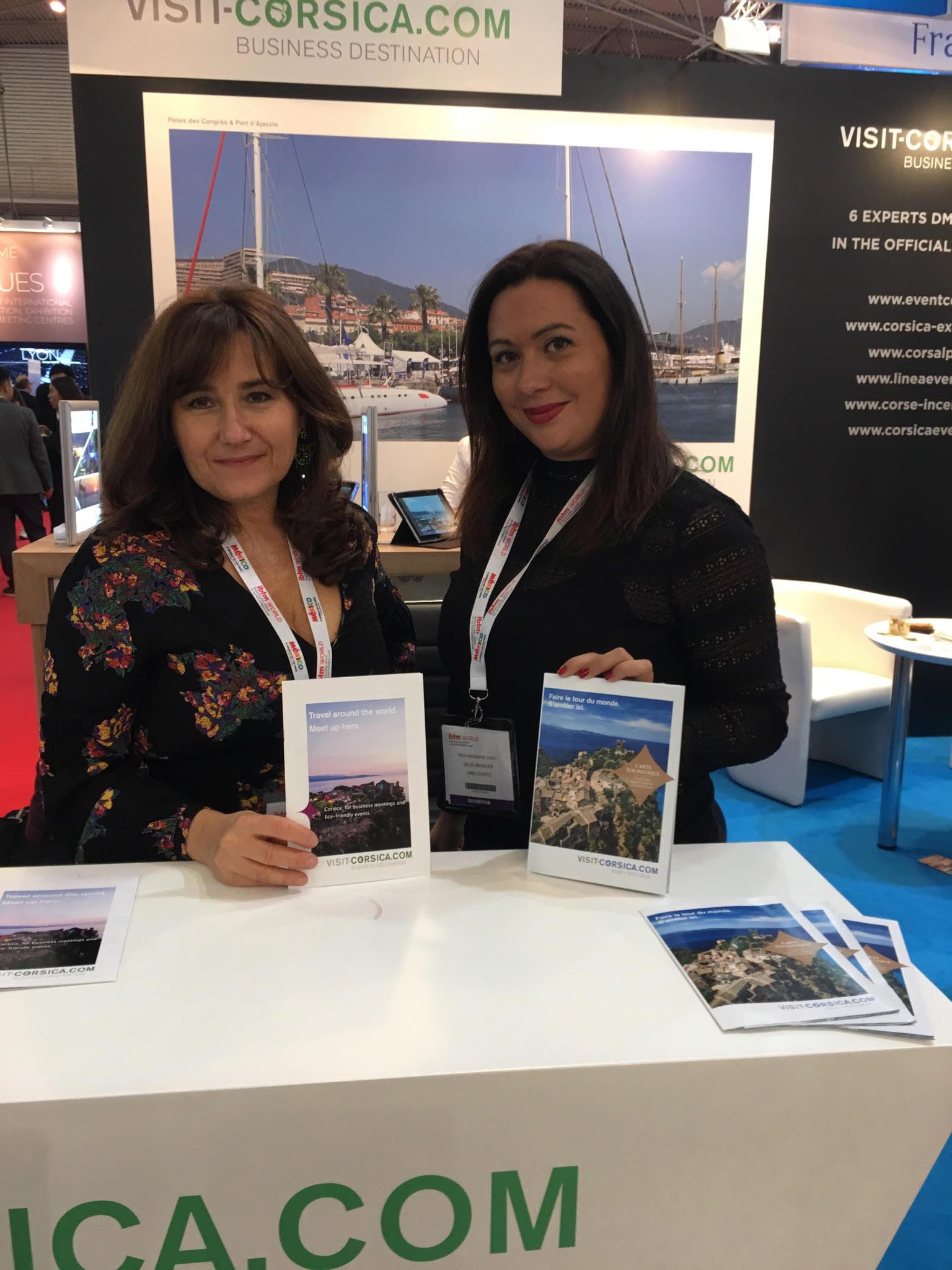 Marie-Ange Celli-Battistelli (à gauche)au stand Visit-Corsica.com.