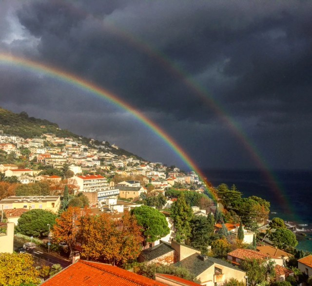 La photo du jour : Le double arc-en-ciel de Petranera