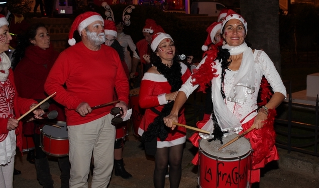 Super parade de Noël dans les rues de Calvi