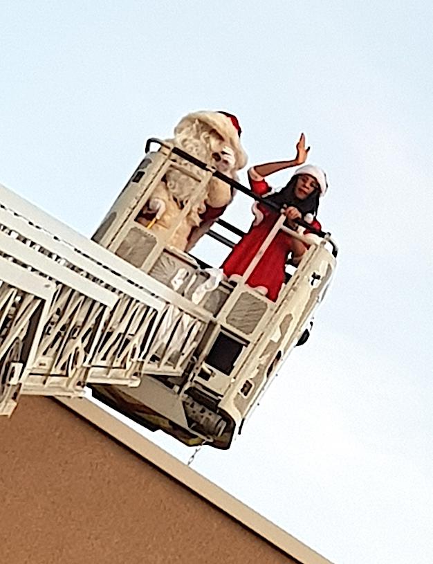 Chez les pompiers de Calvi le Père Noël est arrivé par la... grande échelle !