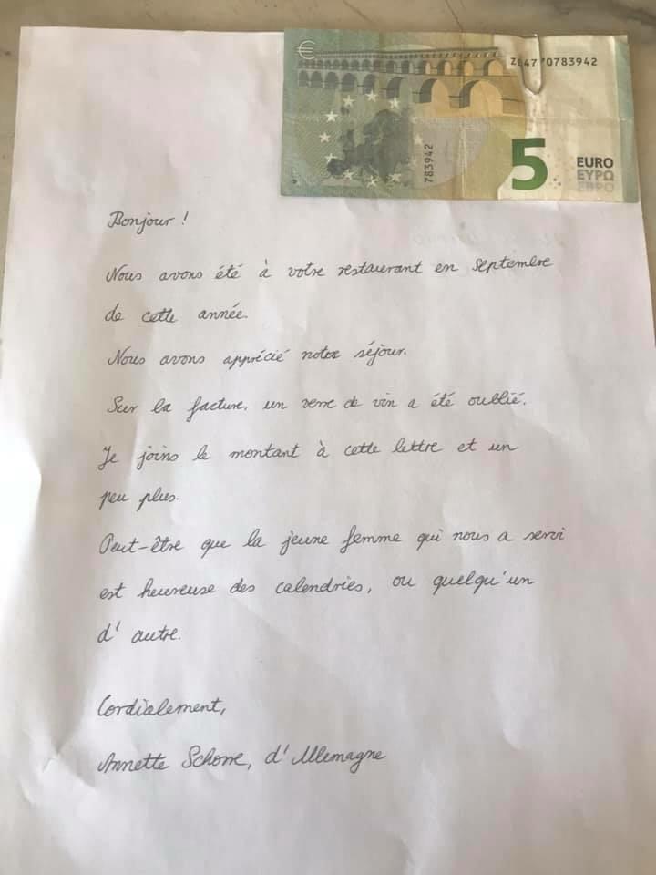 Un courrier inattendu au Caffè di A Mossa de Lumiu : un couple de touristes envoie 5 euros pour régler un oubli sur la note de leur consommation