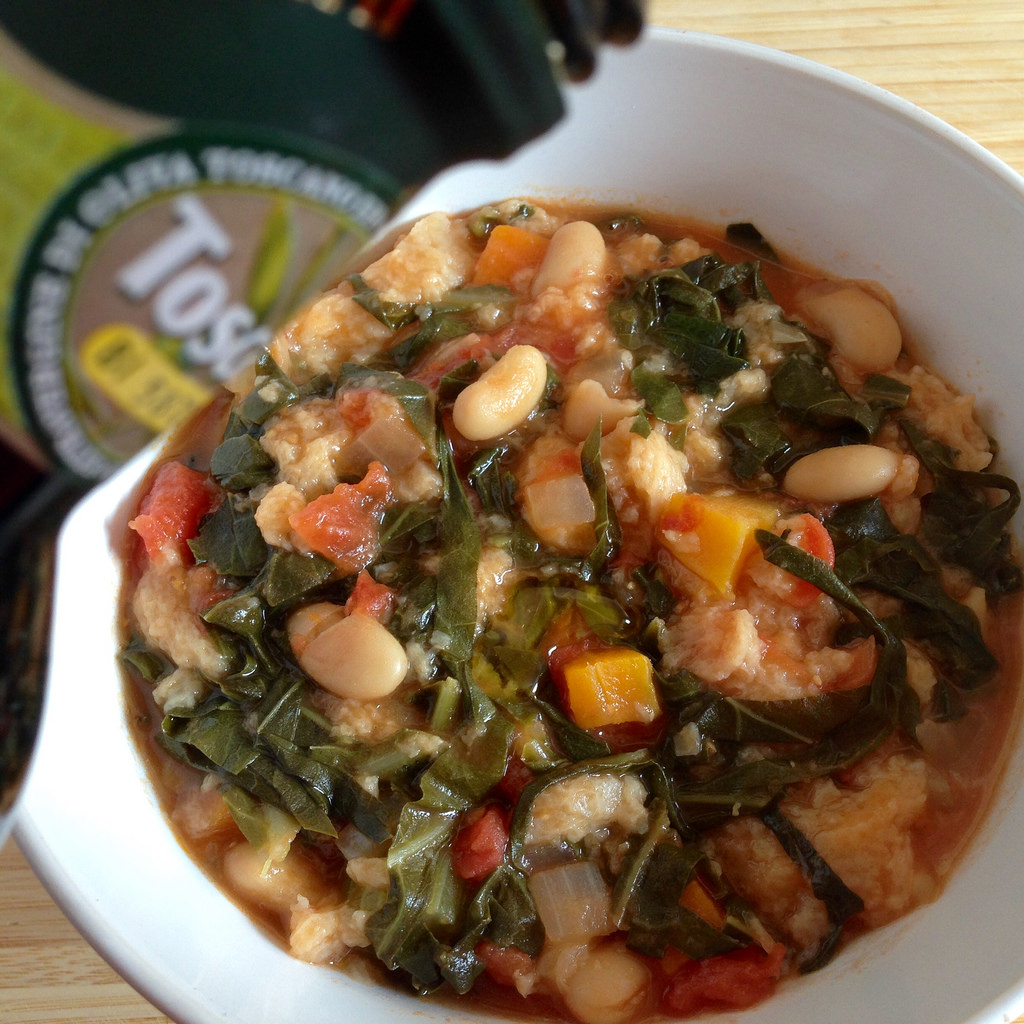 A Table avec la Ribollita,  la soupe de légumes toscane