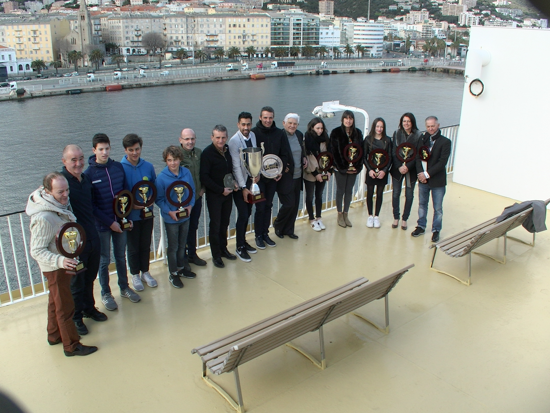 Les laureats des Trophées des Sports 2018 de l'UJSF section corse réunis sur le pont du Pascal Paoli de Corsica LInea