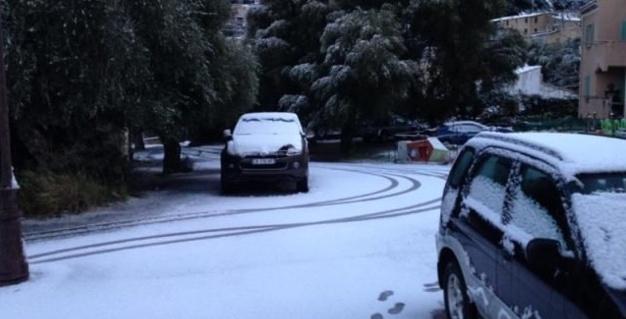 """""""Neige et verglas"""" sur la Corse : Lycées et collèges fermés dans les deux départements"""