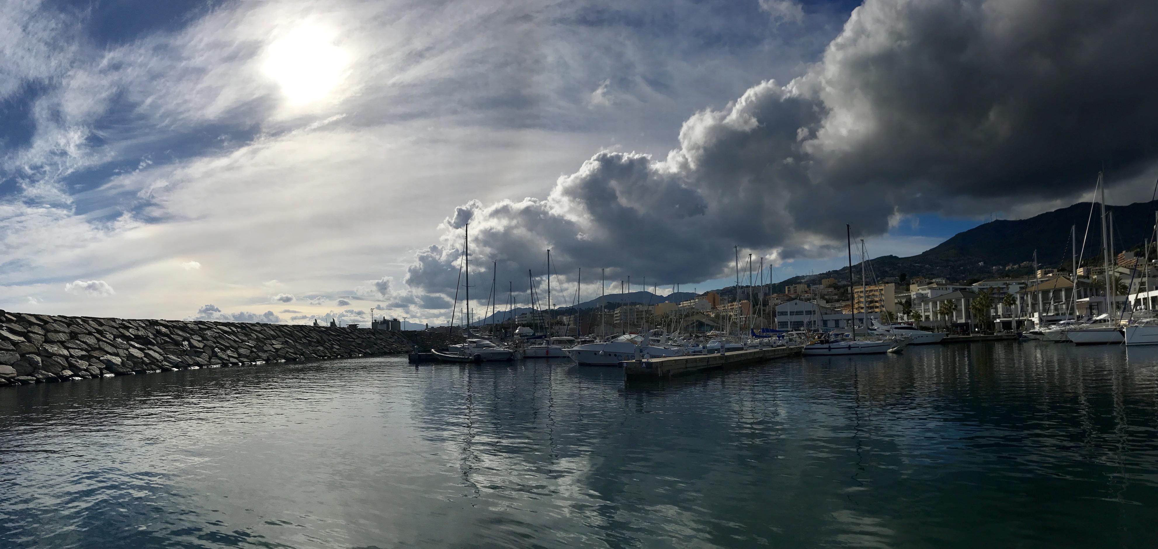 La photo du jour : Nuage au-dessus de Port-Toga…