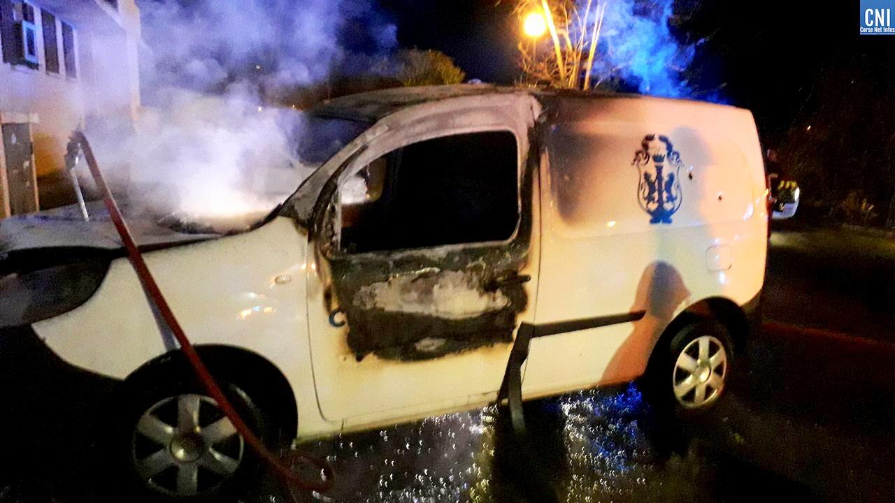 Deux véhicules de portage de repas de la ville d'Ajaccio incendiés