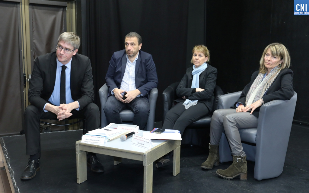 Olivier Noblecourt délégué interministériel à la prévention et à la lutte contre la pauvreté des enfants et des jeunes entouré des élus locaux : Photo Michel Luccioni