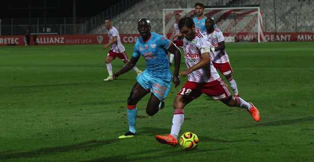 Fin de série pour l'ACA battu à Lorient (1-0)