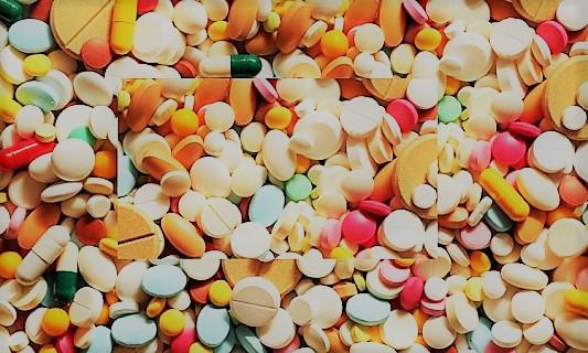 93 médicaments dont 82 commercialisés en France à éviter selon la revue « Prescrire »