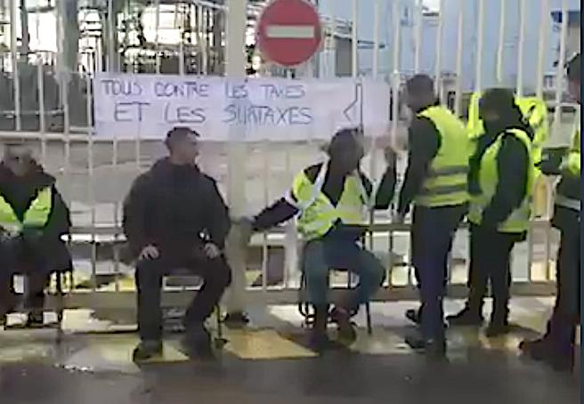 Bastia : Les Gilets jaunes s'installent devant le dépôt pétrolier de La Marana
