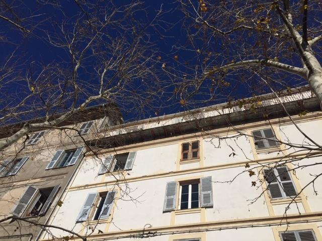 Bastia : Une terrasse s'effondre au Marché, beaucoup de peur pour les riverains