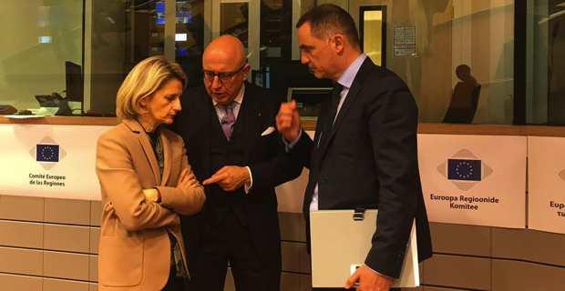 Nanette Maupertuis et Gilles Simeoni, entourant Gaetano Armao, vice-président de la Sicile.