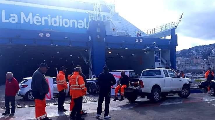 Le personnel de La Méridionale a fait part de sa mauvaise humeur en retardant le départ du Piana de Bastia : Core in fronte est venu le soutenir