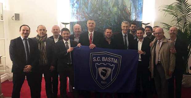 Les quinze parlementaires, membres l'Amicale Parlementaire du Sporting.