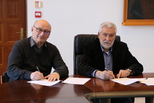 Signature entre Antoine Feracci (à gauche) et Paul Lions