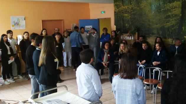 Com'Corse et Éco'No'mégot présentés par les élèves aux partenaires et investisseurs
