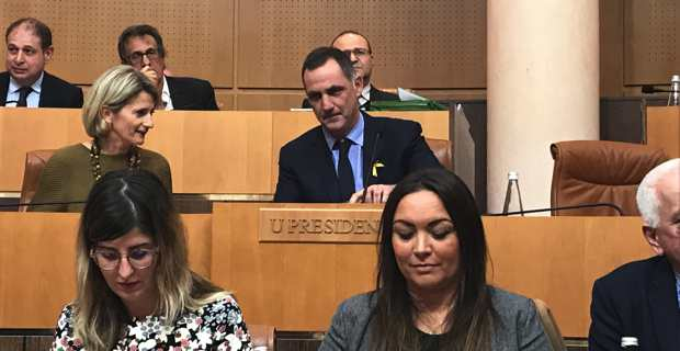 Le Conseil exécutif de la Collectivité de Corse arbore le ruban jaune, symbole de la Catalogne Indépendante.