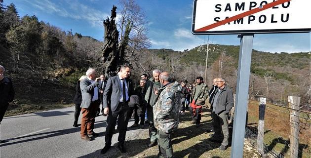 Après les incendies Gilles Siméoni à la rencontre du maire et des habitants de Sampolo dans le haut-Taravo