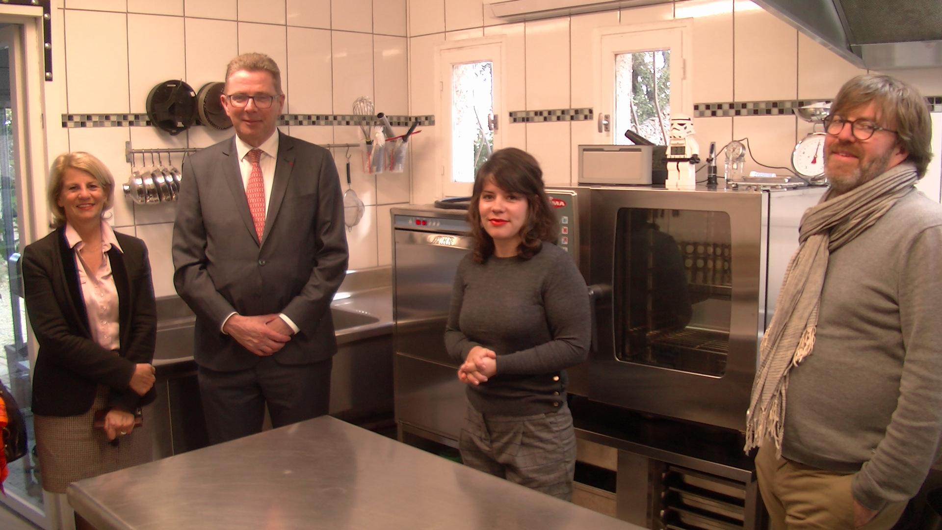 Le prefet a rencontré Aurélie Orsini, co-fondatrice de la Start-Up Conserverie Moderne « Anatra » à Furiani.