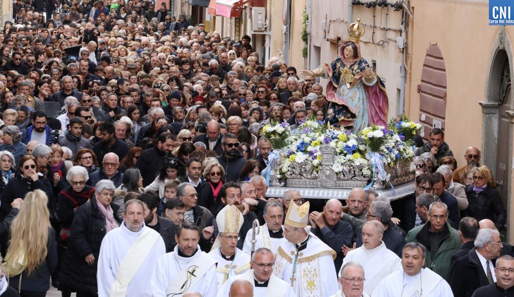 Des milliers de fidèles ont suivi la procession du 18 mars/ Photos Michel Luccioni