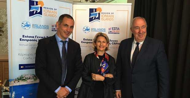Gilles Simeoni et Nanette Maupertuis avec Rui Bettencourt, secrétaire régional à la présidence pour les relations extérieures du gouvernement autonome des Açores.