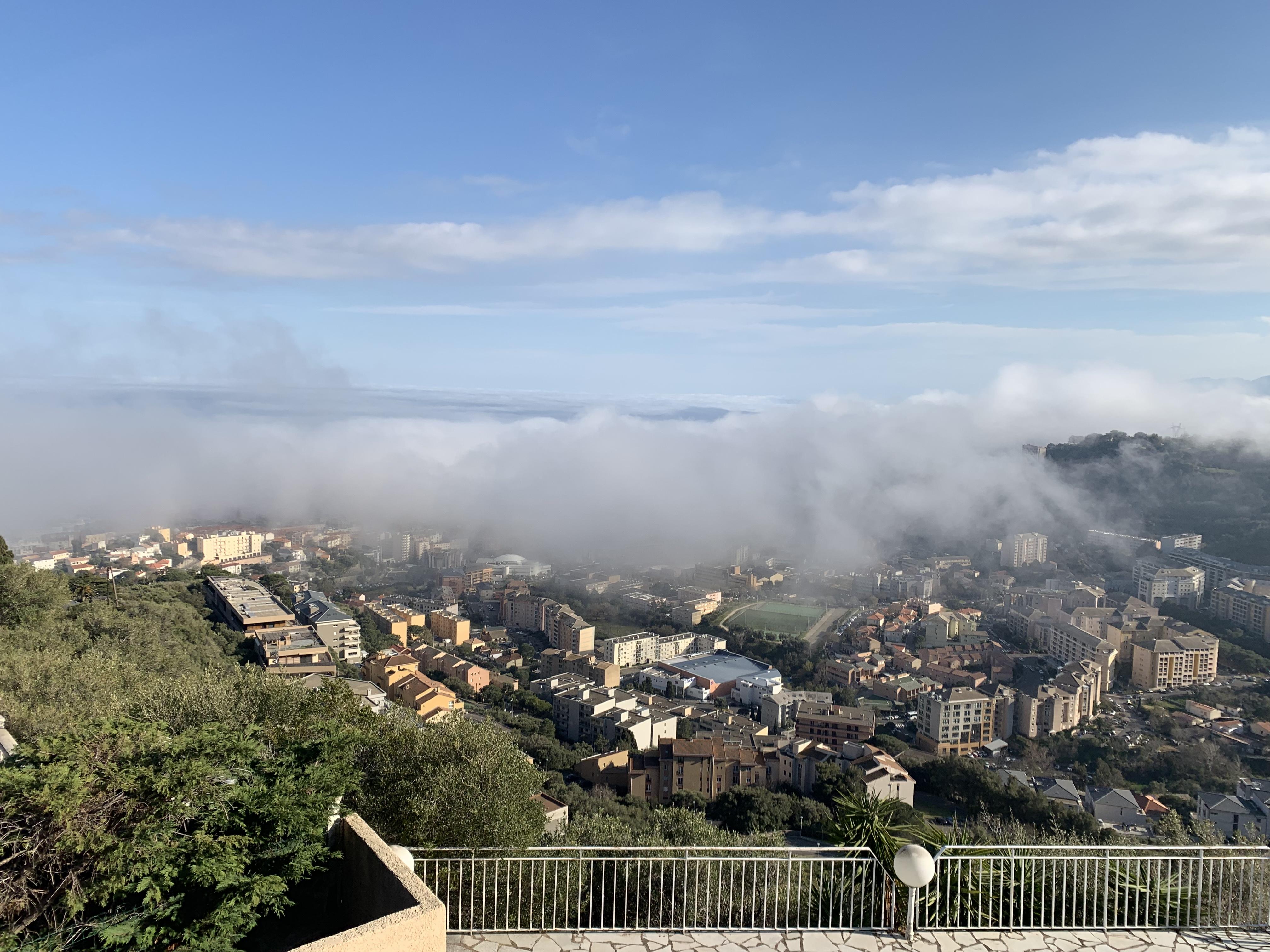 Bastia : Stratus sur la ville