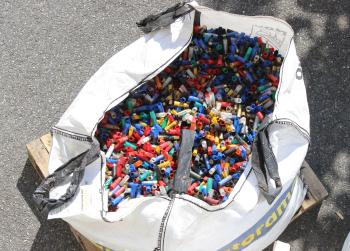 Collecte des douilles de cartouches de chasse le 6 avril à Ostriconi