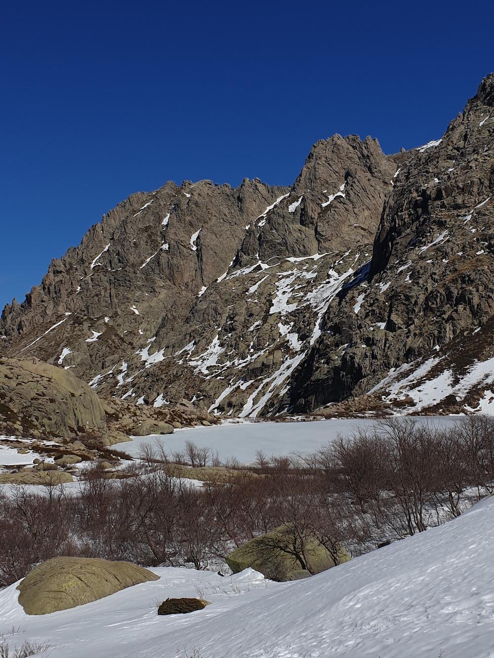La photo du jour : Superbe lac de Melu gelé
