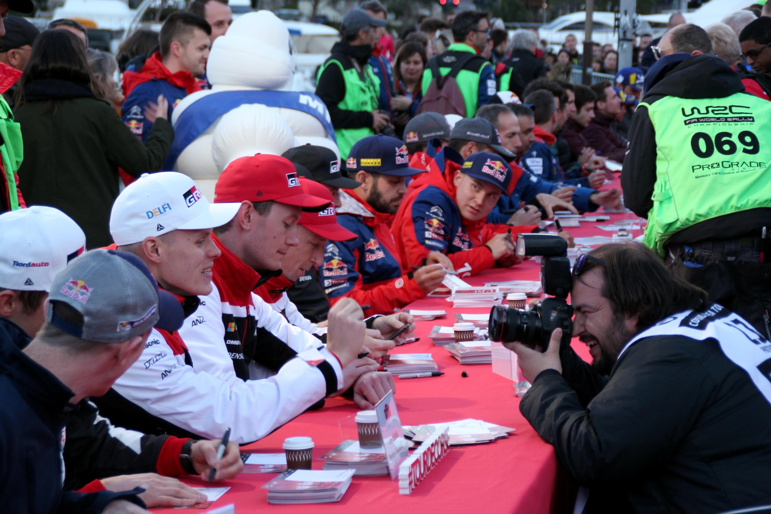 La séance d'autographes