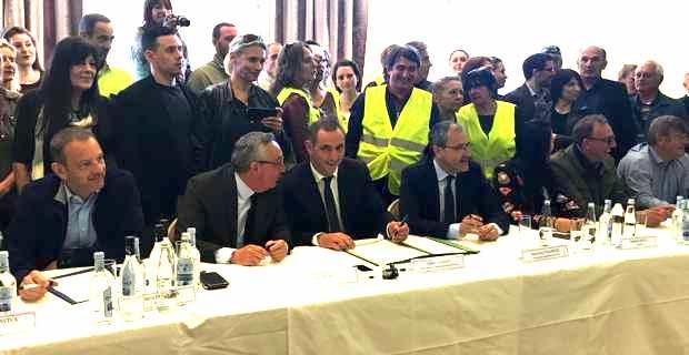 La signature de la Charte garantissant les prix dans les salons de la Collectivité de Corse avec tous les acteurs concernés.