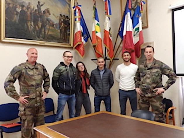 Armée : 5 nouvelles recrues signent leur contrat à Ajaccio