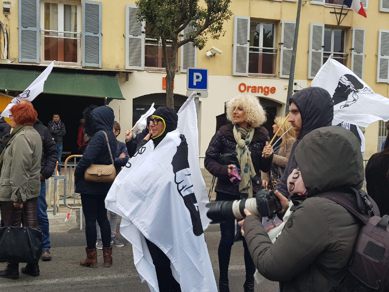 Visite présidentielle : manifestation des syndicats devant la préfecture d'Ajaccio