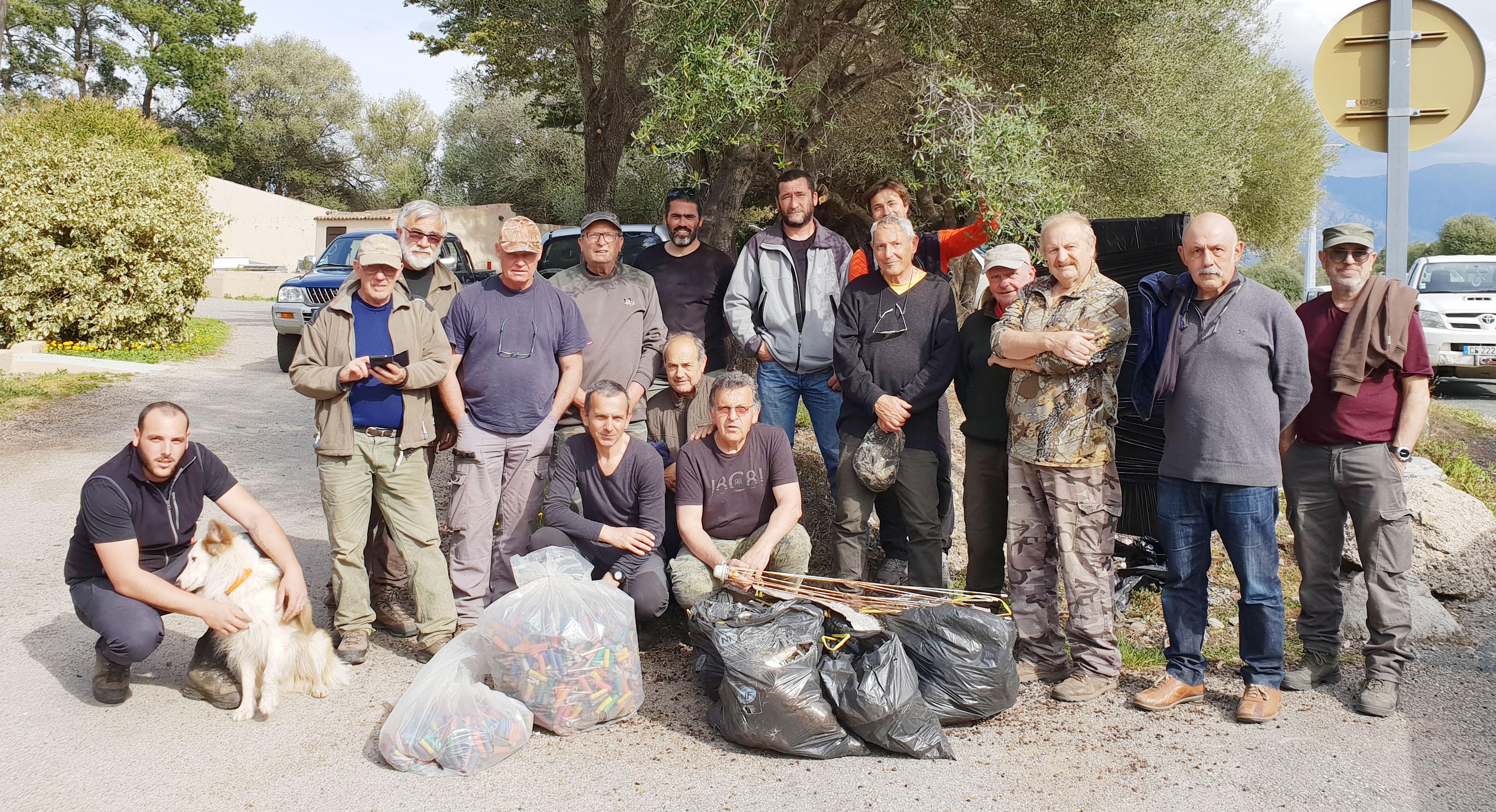 Samedi, une trentaine de chasseurs de la région ont ramassé des centaines de douilles  près de l'embouchure de l'Ostriconi.