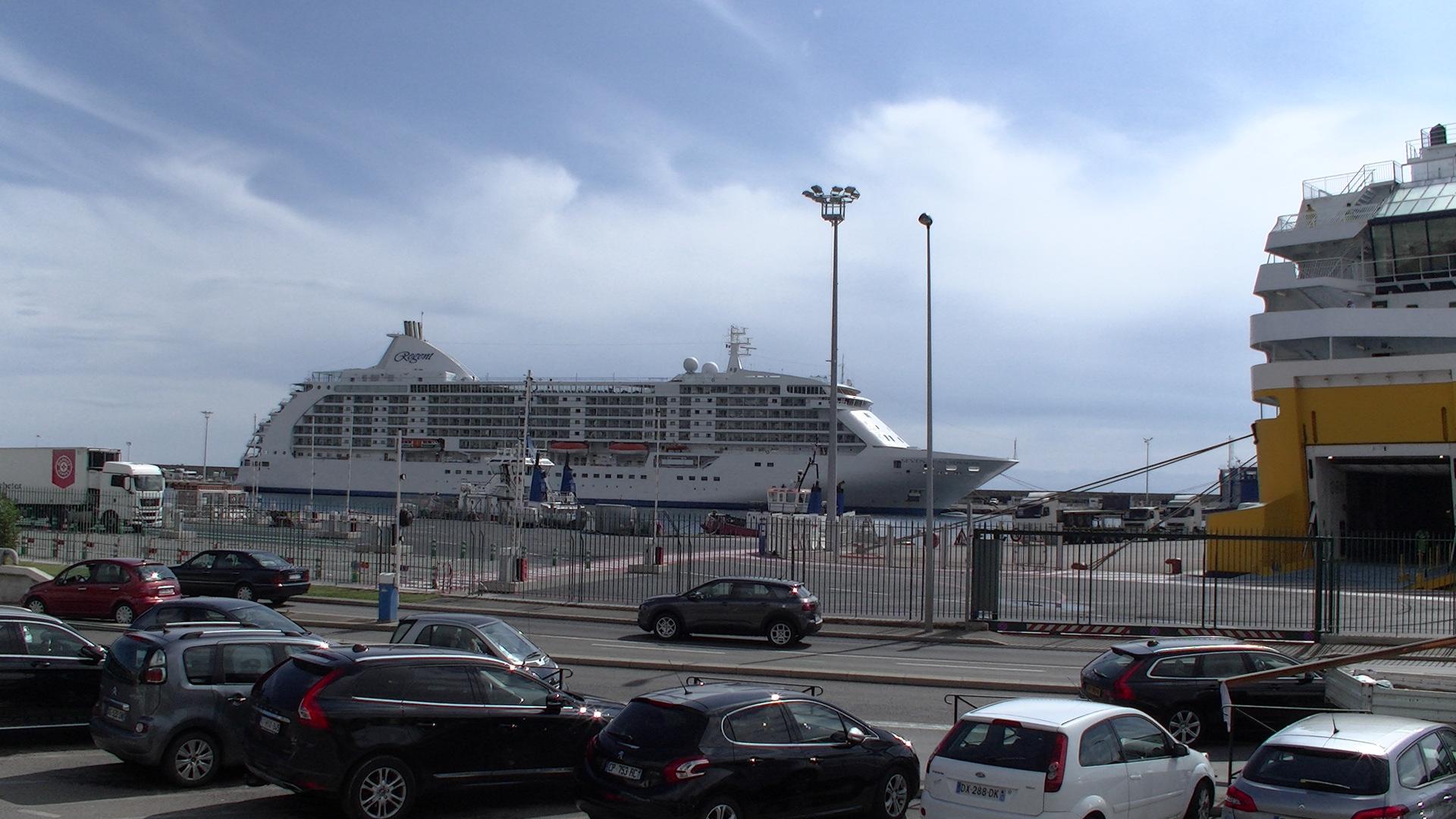 Le Seven Seas Voyager, la 1ère des nombreuses escales de navires de croisière à Bastia