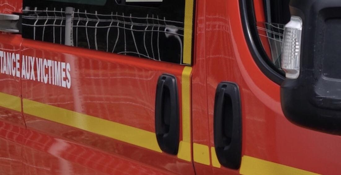 Une octogénaire chute en sortant de son véhicule